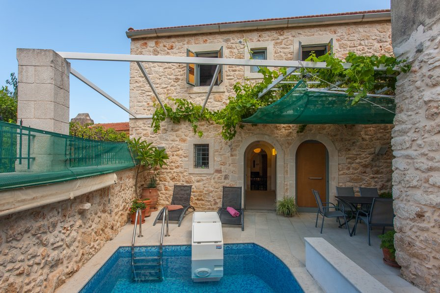 Prines Holiday Home Rental With Private Pool
