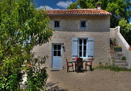Cottage in Essouvert, France: Sunflower Cottage