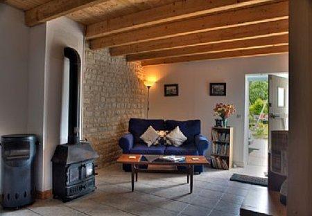 Gite in Essouvert, France: Grapevine Lounge