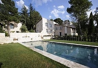 Country House in Italy, Eggi: The villa and the pool