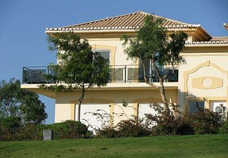Apartment in Quinta da Boavista, Algarve: Front of apartment overlooking golf course