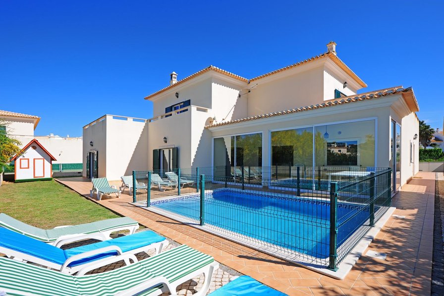 Private Holiday Villas With Pool In Portugal