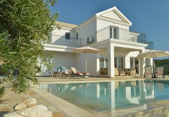 Villa in Arillas, Corfu: Stunning luxury retreat.