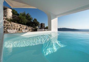 Villa in Oia, Santorini: White House Villa in Oia of Santorini island