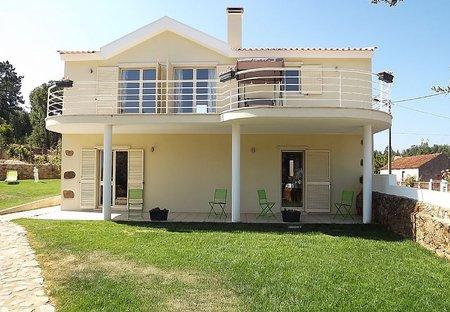 Villa in Retiro, Portugal: outside view