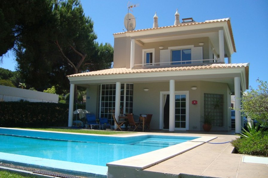 Villa to rent in vilamoura algarve with private pool 92023 for Villas with pools
